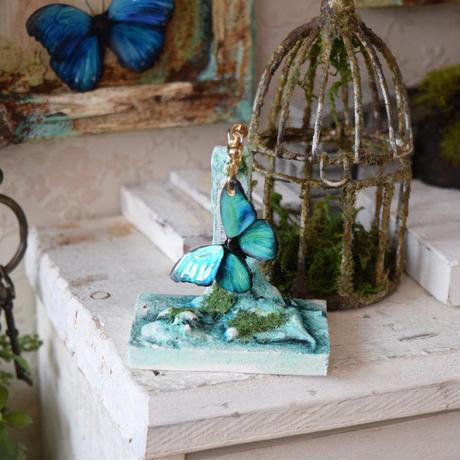 メネラウスモルフォのイヤリング emerald.col 3Ssize(片耳用)