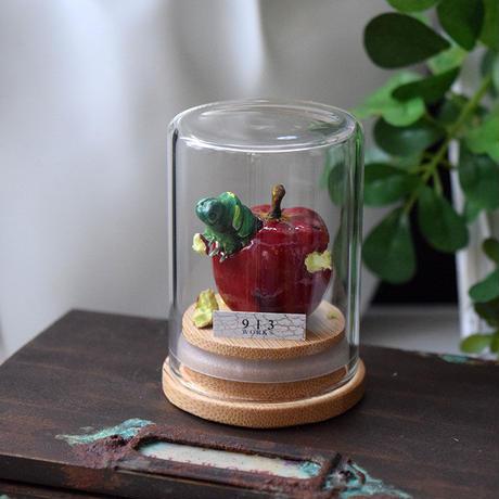 リンゴにまみれる夢をみるナミアゲハ