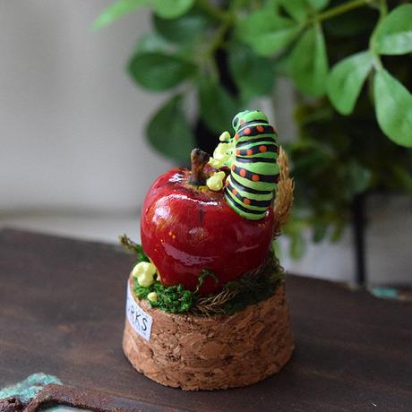 リンゴにまみれる夢をみるキアゲハ①