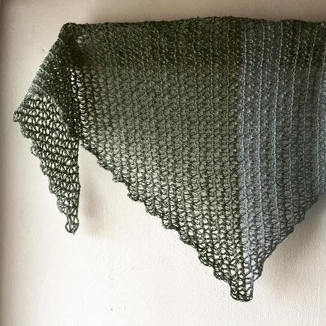 増減なしで編める簡単三角ストール-編み図データのみ