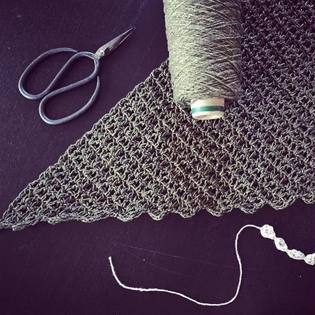 送料込み 増減なしで編める簡単三角ストール -印刷済み編み図のみ-