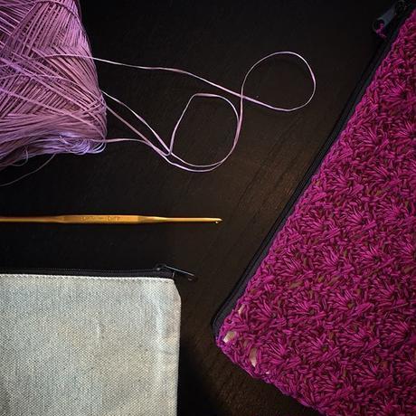 透かし模様のフラットポーチ -編み図データのみ-