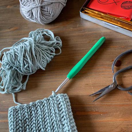 メリヤス細編みリブ模様のペットボトルホルダー-編み図データのみ-