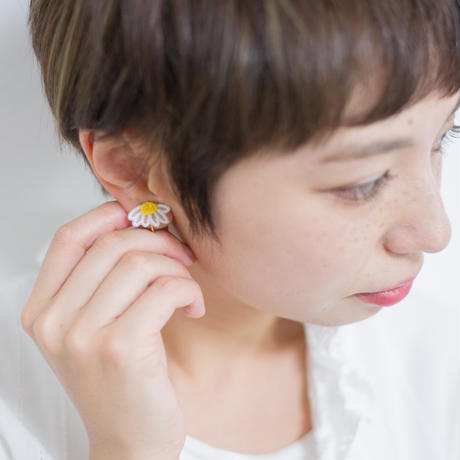 marguerite yellow ピアス