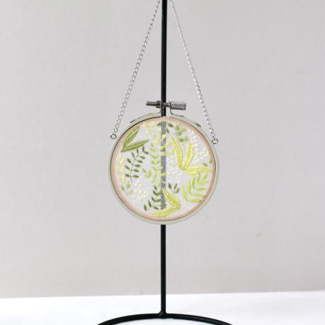 「初夏の香り」(オーガンジー刺繍タペストリー)