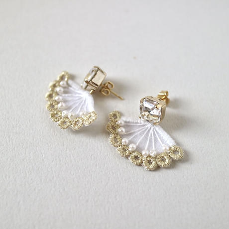 quiet jewelry white ピアス