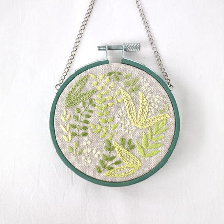「初夏の香り」(布刺繍タペストリー)