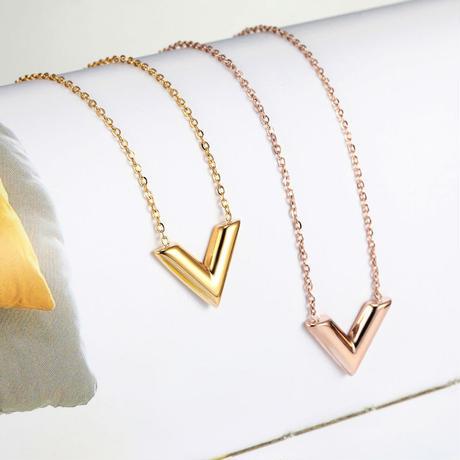 luxury V necklace
