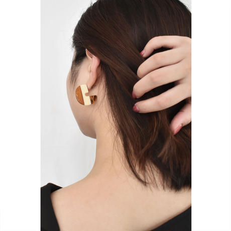 p244/e142 acrylic bicolor earring / pierce S