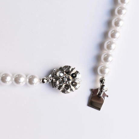 simple pearl necklace