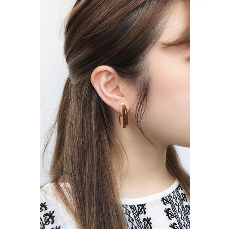 p244/e142 acrylic bicolor earring / pierce S
