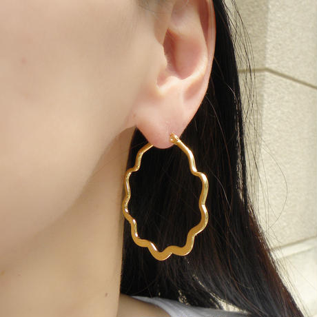 UK282 wave hoop pierce