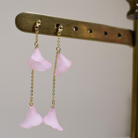 e135/p240 flower chain earring / pierce
