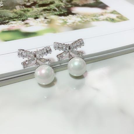 ribbon × pearl pierce