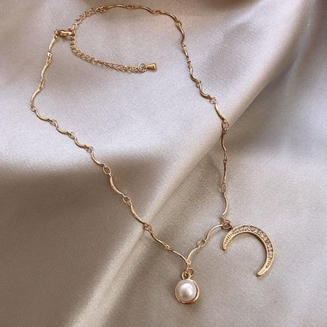 moon × pearl  curve necklace