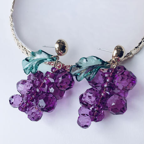 grape clear bees pierce