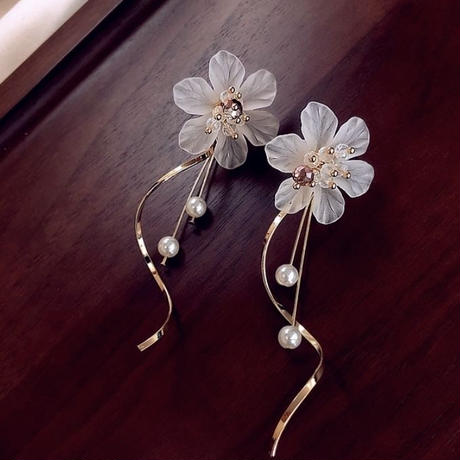 flower  pearl curve pierce
