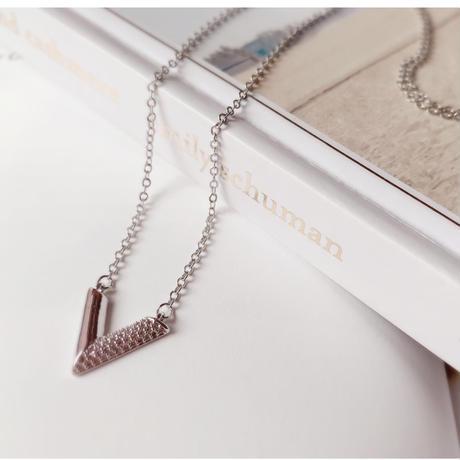 v  motif  necklace