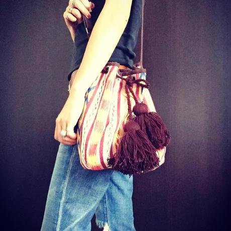 ネイティブ刺繍ボンボンショルダーバッグ