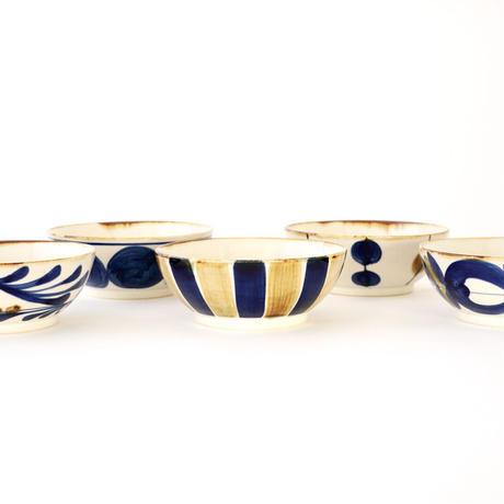 藍ブルー 平鉢 唐草紋