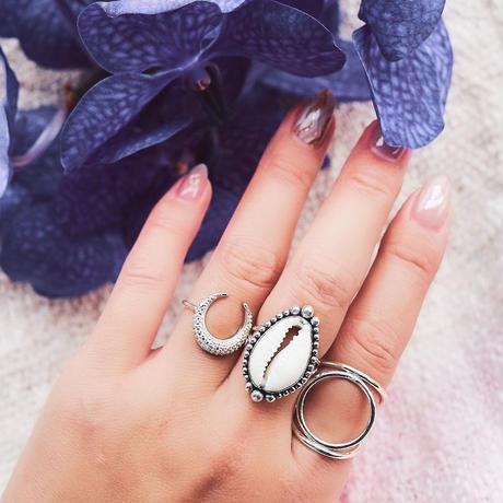 "MOON RING JEWELRY  ""KAO"""