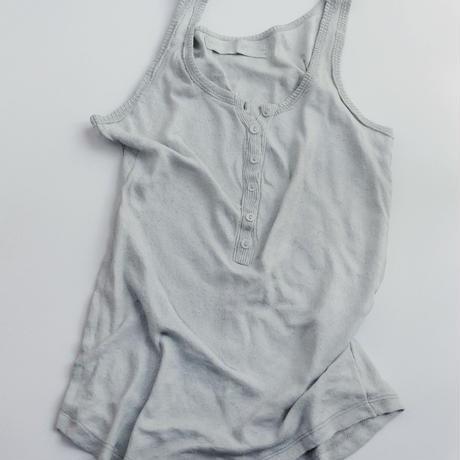 山本優美《美しい時間の肖 像-ノースリー ブシャツ-》
