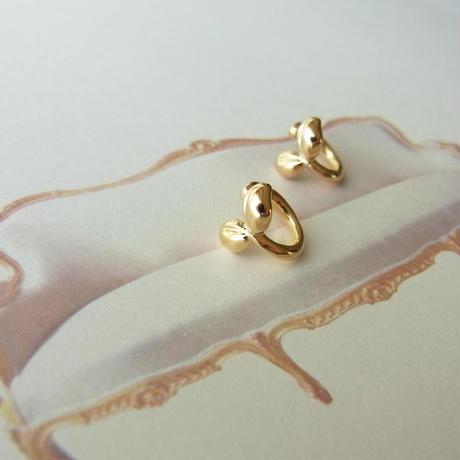 [Gold]耳に咲くふたばのイヤリング