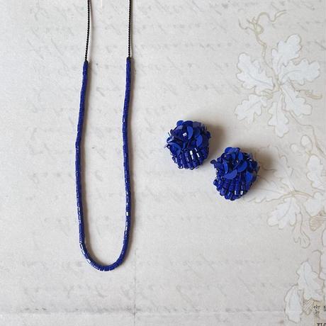 オリエンタルブルーのシルクコードネックレス