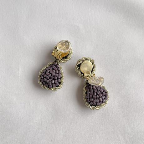 紫色の立体刺繍ピアス/イヤリング