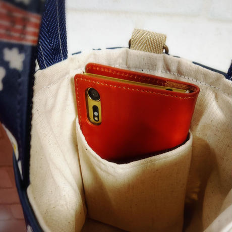 ラミネート生地のミニバッグ【大きな赤いドット】