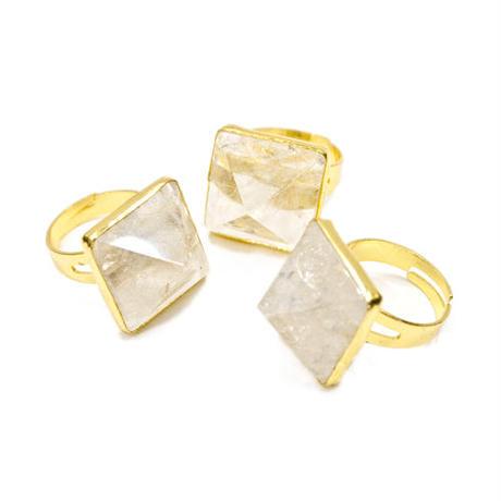 Pyramid Crystalリング