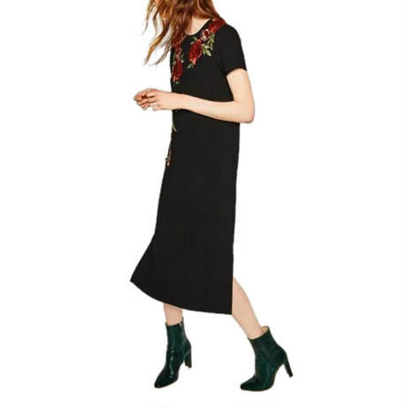 Rose Embroideryスリットドレス