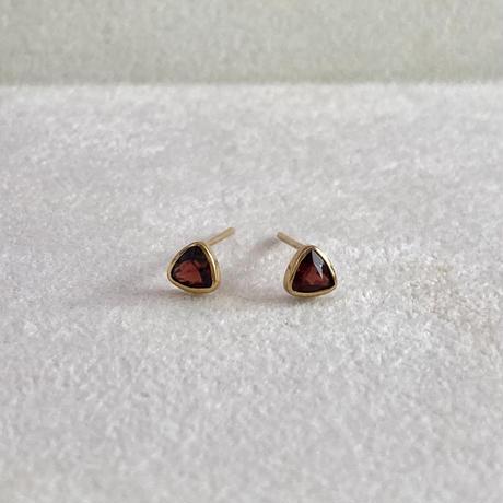 Triangle pair pierce / Garnet