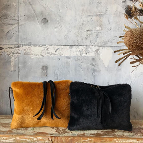 fur  shoulder  pochette (golden)