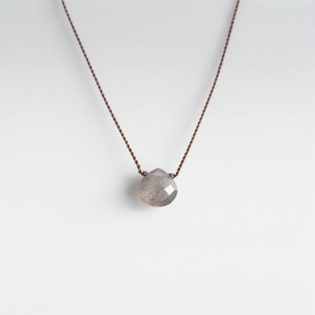 Margaret Solow  Small Faceted Stone Necklace     Labradorite (灰・虹)