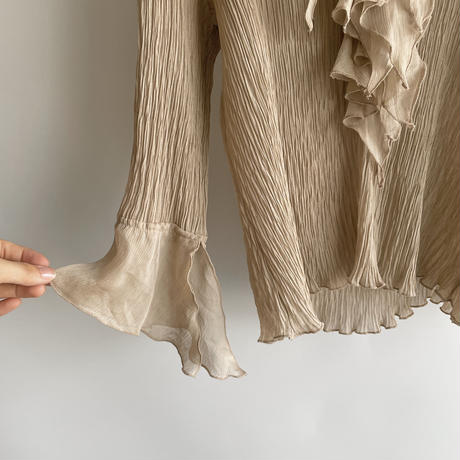 gather frill blouse