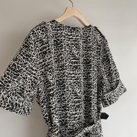 Monotone pattern one-piece