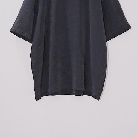 Black simple T-shirt