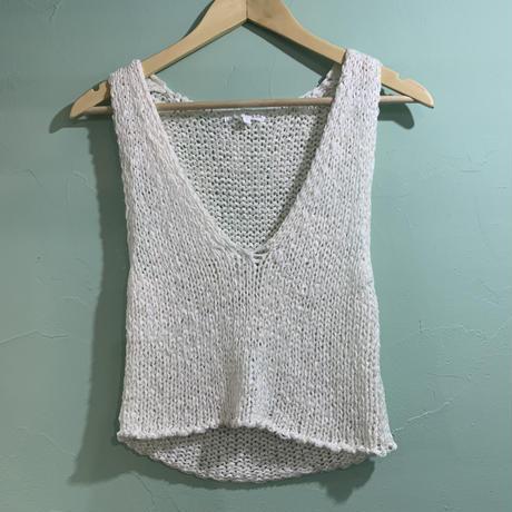V-neck knit tops