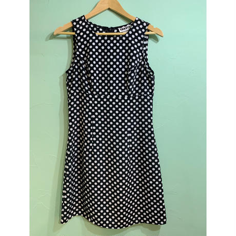 No-sleeve dot one-piece