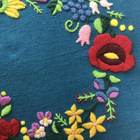 【Free】ハンガリー刺繍カロチャのリース図案