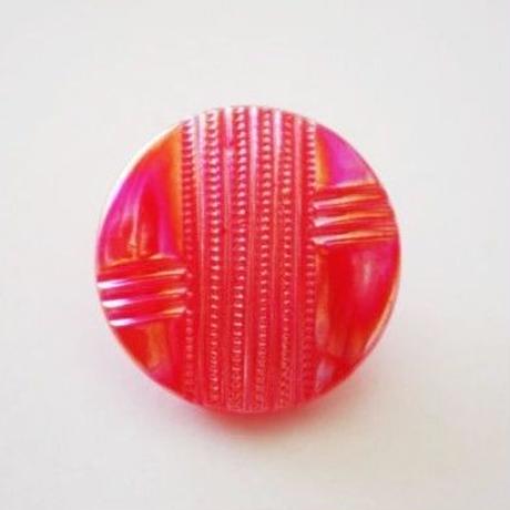 【gb-0005】ビンテージ◆チェコ 変形ストライプ柄 メタリックレッドのガラスボタン