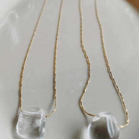 clr_____ necklace(silver/gold)