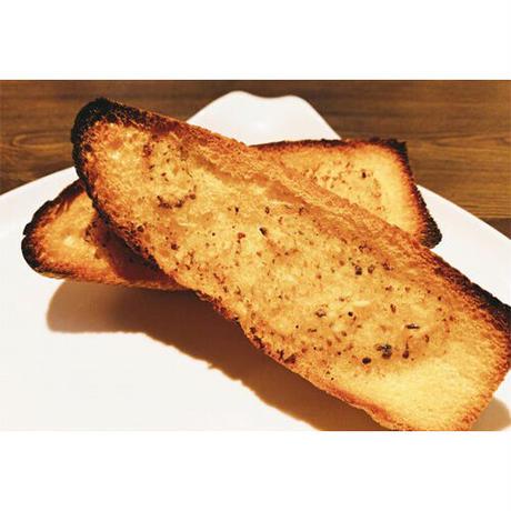 自家製ガーリックバターのガーリックトースト