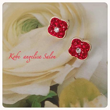 レッド、ホワイト、ブラック、クリア、小さなお花のピアス/スワロフスキーのフラワー・スタッドピアス・お好きな色であなたを応援するピアス。誕生日プレゼント・女性の喜ぶギフト