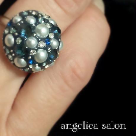 ネイビーブルーキャビアリング・アクセサリーパールとスワロフスキーの上品な華やかさ。フリーサイズ 紺色スワロの指輪