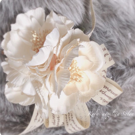 野バラのフラワーコサージュ 入学式/卒業式 ブローチ おしゃれなママコーデ、入園式 卒園式・フレンチリボン