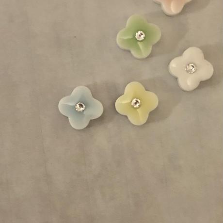 LINEご登録者様、期間限定特別価格 〜 Petite fleur〜 小さなお花ピアス5色セット・イヤリングセット