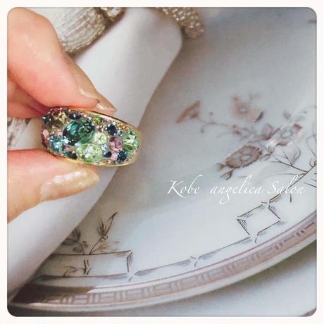 ブルー、グリーン ピンク お好きな色でお作りします。スワロフスキークリスタル、ボリュームリング、グルーデコ指輪ハンドメイドリング  ・オーダー