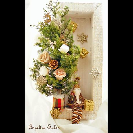 一年中飾りたくなる、大人のクリスマスツリーアレンジ 壁掛け 置き型 2Way  サンタ付